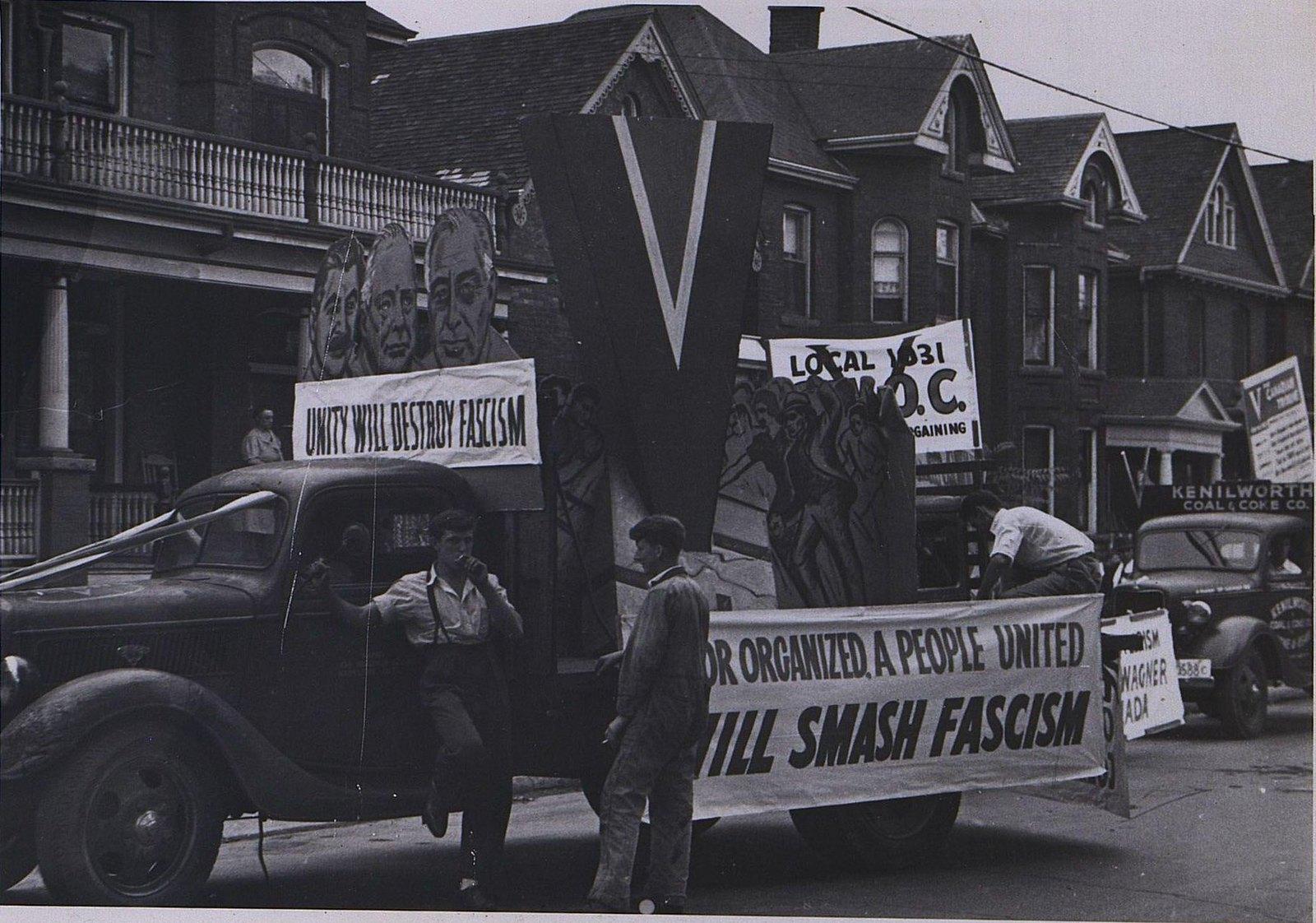 01. 1941. Члены профсоюза проводят демонстрацию за объединение усилий в борьбе с фашизмом