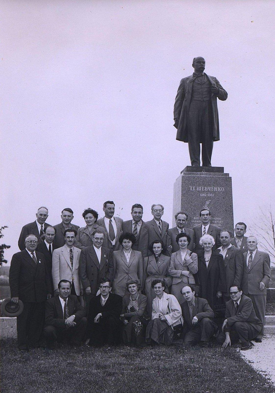 08. 1950-е. «Мы встречаем дорогих гостей из СССР». (Советские официальные лица)