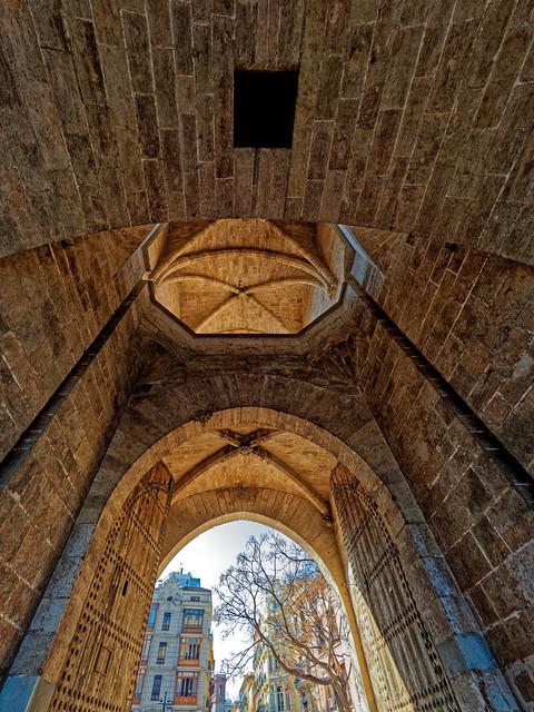 Through The Gate (Sorrenos Towers - Valencia) Olympus OM-D EM1.2 & M.Zuiko 7-14mm f2.8 Wide Zoom