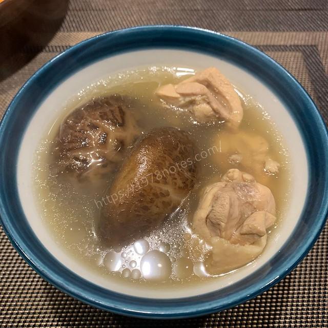 花菇燉雞湯