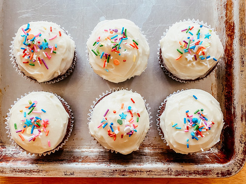 Chocolate cupcakes with cream cheese icing
