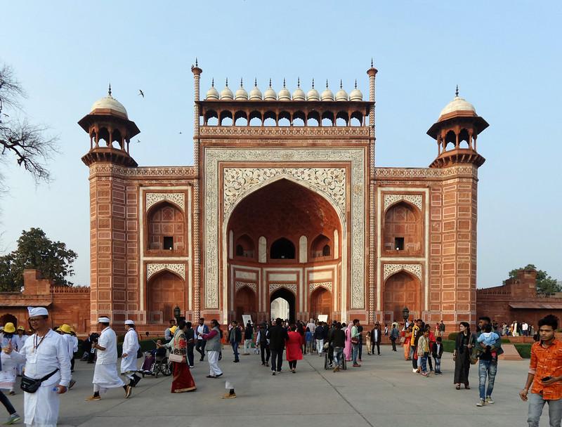 Gerbang Agung Taj Mahal