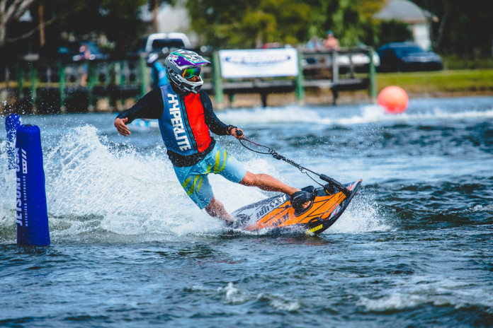 Jetsurfing: surfování bez závislosti na vlnách či větru