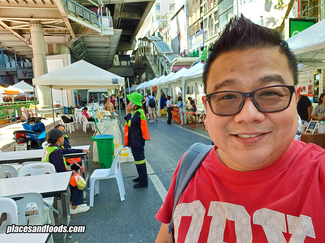 silom walking street places and foods