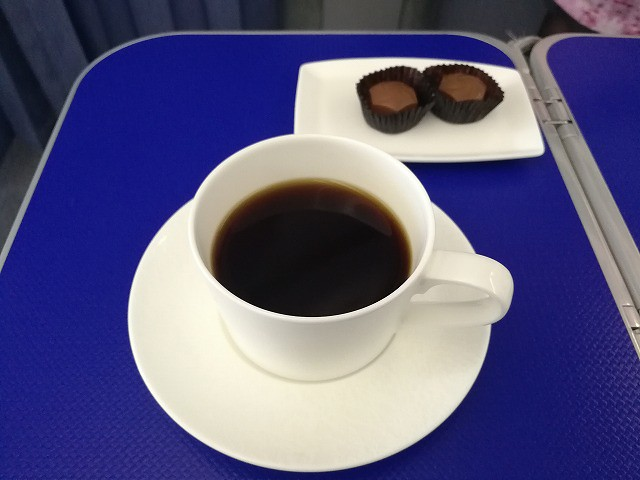 <p>コーヒーを頼んだらチョコレートがついてきた</p>