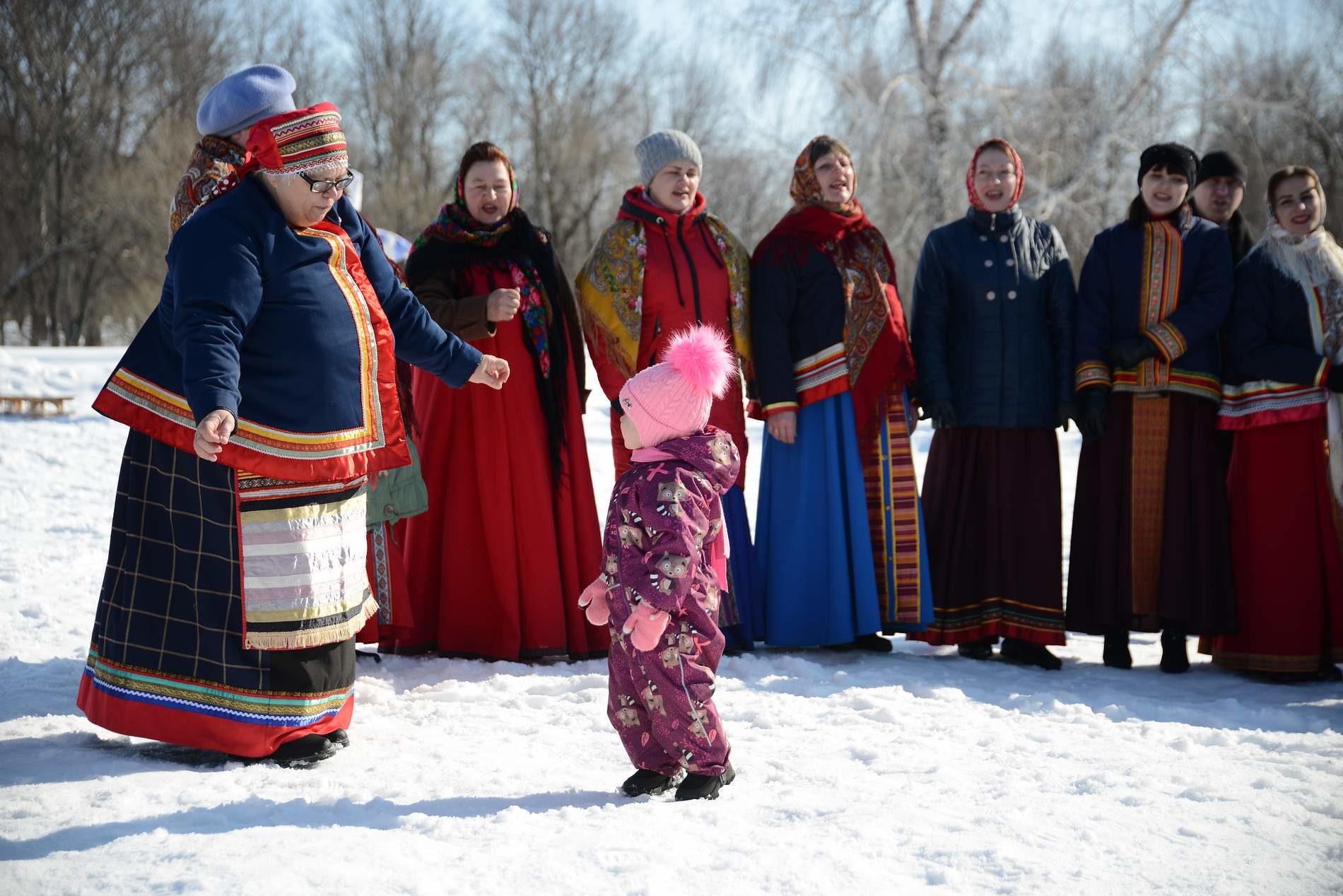 Зимушка-Зима прекрасная, пусть придет Весна Красная. Тебе пора спать, отдыхать, сил набирать.