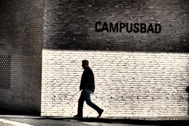 P9210390...Campusbad...corner...moves...