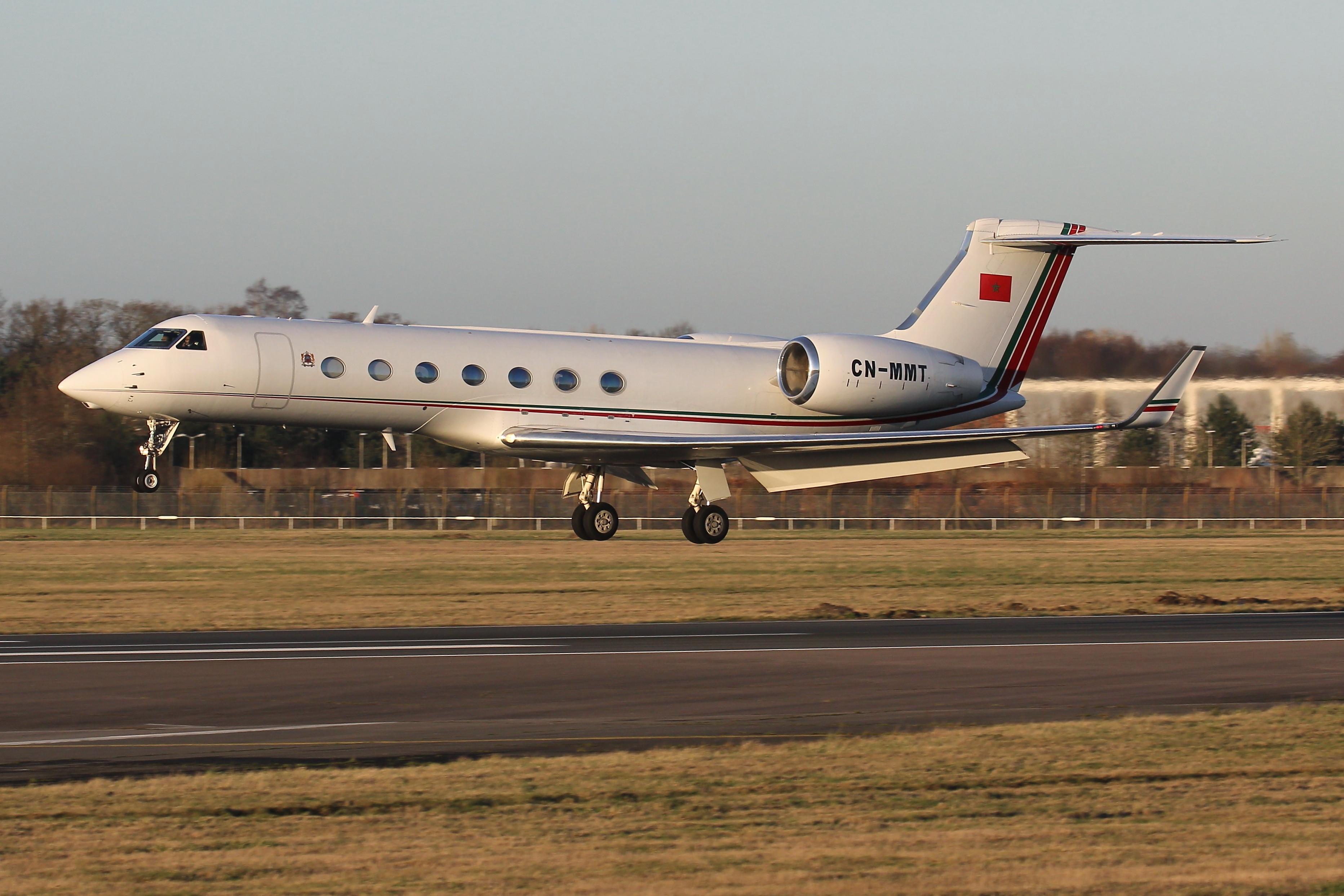 FRA: Avions VIP, Liaison & ECM - Page 24 49614146198_7867000857_o_d