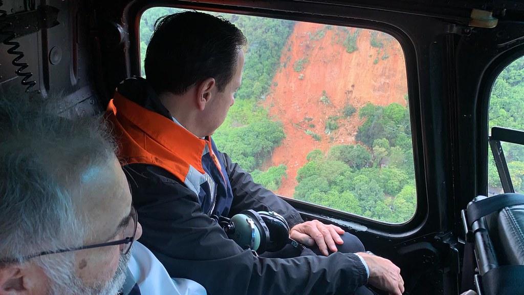 Sobrevoo no Morro do Macaco Molhado no Guarujá