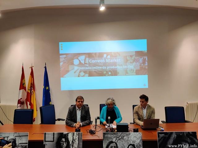 A esta presentación, en la delegación de Hacienda de Salamanca, han asistido el presidente de Correos, Juan Manuel Serrano, acompañado por la subdelegada del Gobierno en Salamanca, María Encarnación Pérez.