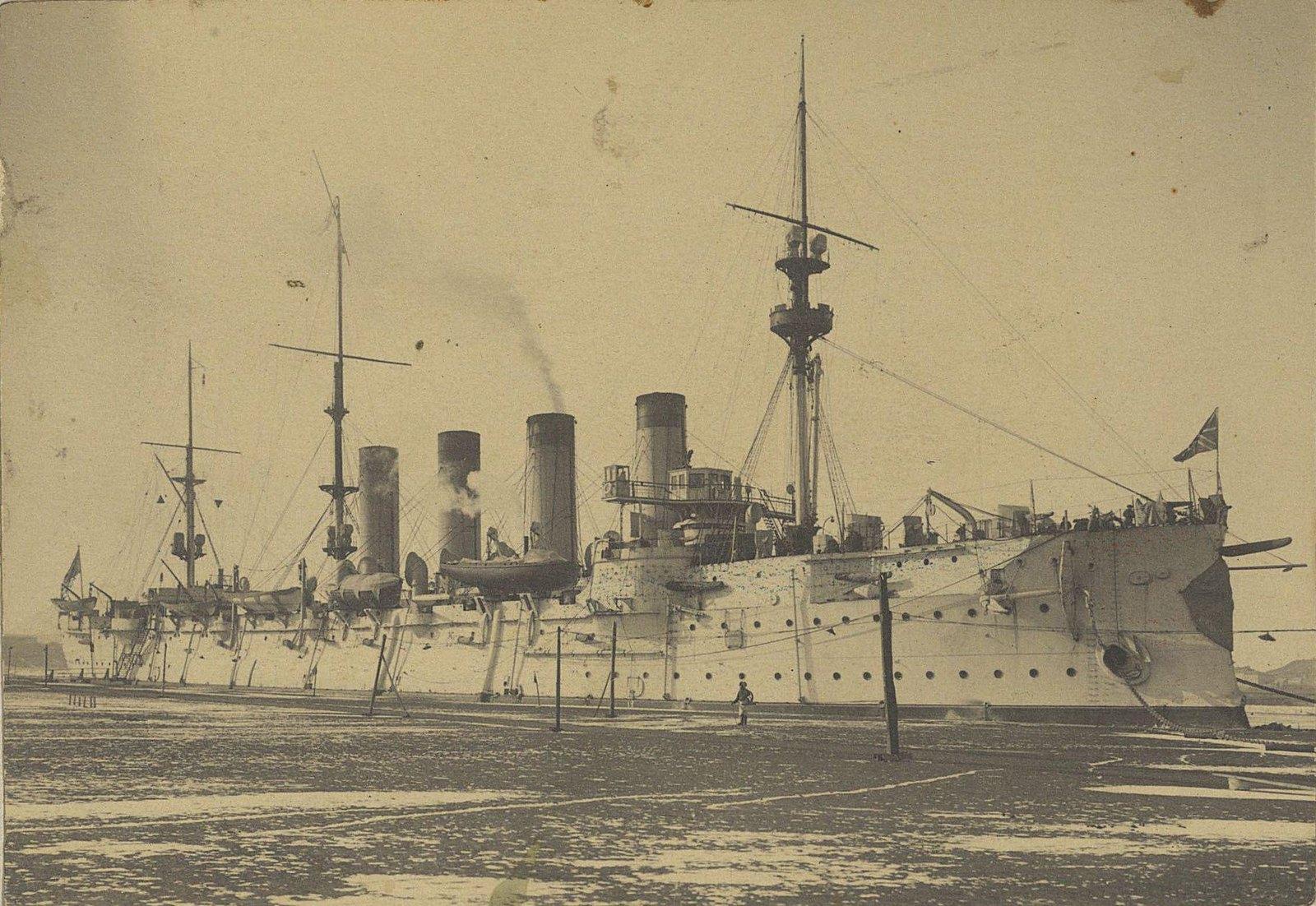 13. Один из крейсеров отряда.