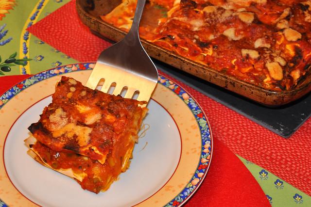 März 2020 ... Tomaten-Gemüse-Lasagne mit Champignons und Mozzarella ... Brigitte Stolle