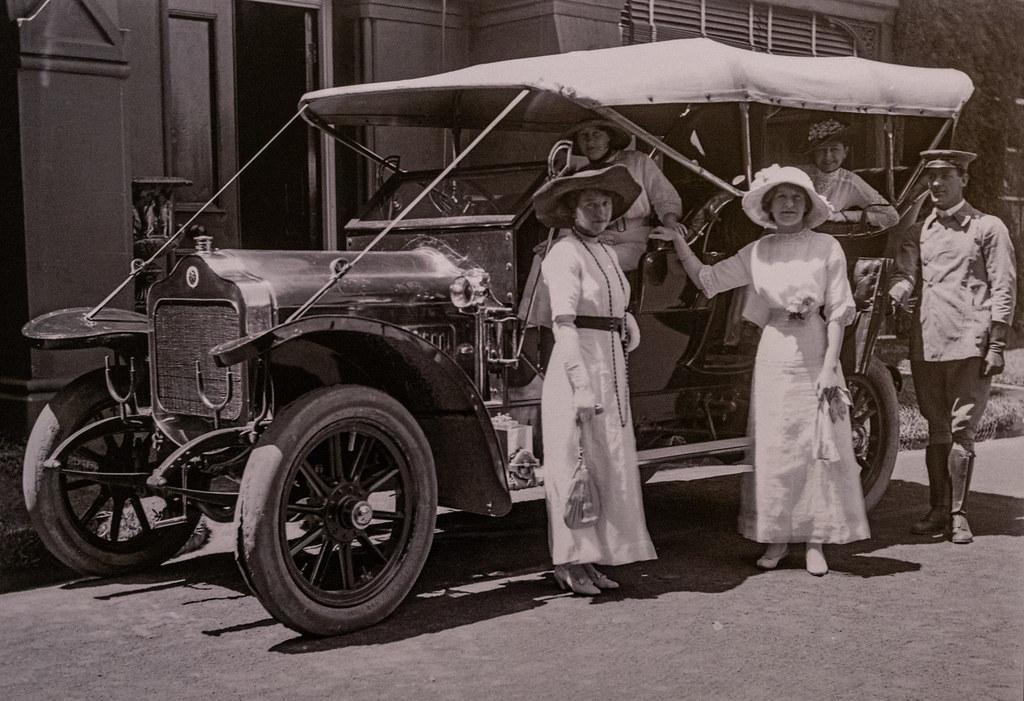Playfair Family Members Outside 'Kioto', Waverley, NSW, c1912