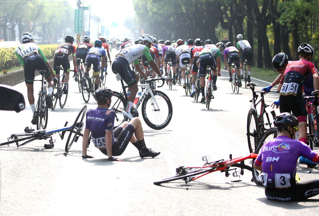 環台賽第四站發生摔車意外。(中華民國自由車協會/提供)
