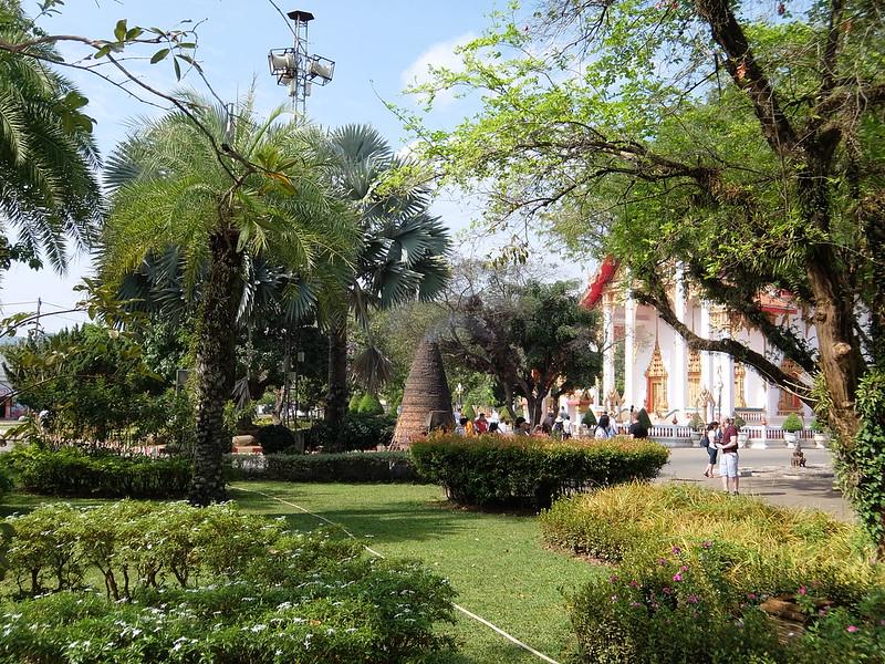 Пхукет - Сад у храма Ват Чалонг