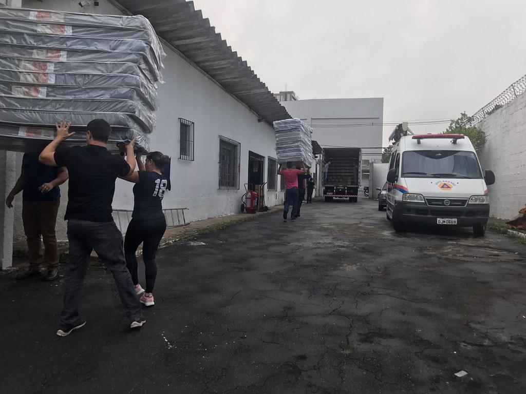 Ajuda Humanitária para os desabrigados na Baixada Santista
