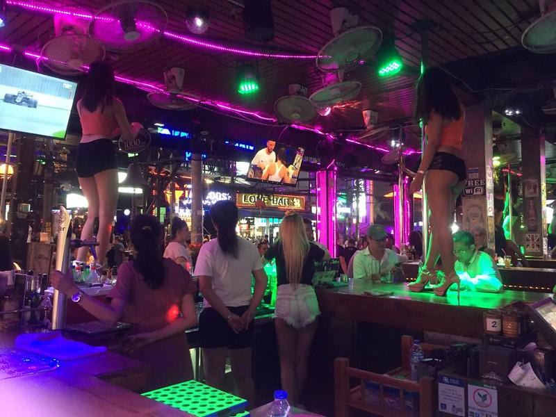 Пхукет - Гоу-гоу бар на Бангла Роуд