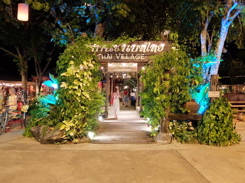 Пхукет - Сиам Нирамит - Вход в тайскую деревню