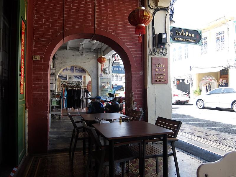 Пхукет-Таун - Столик в кафе