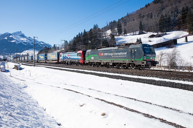 193 257 und 473 mit dem LKW Walter Zug 43716 bei Mülenen