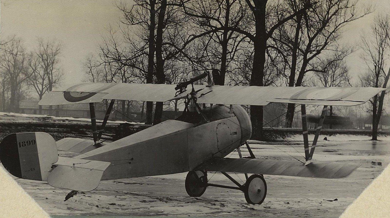 1915. Самолёт № 1899 на снегу под деревьями