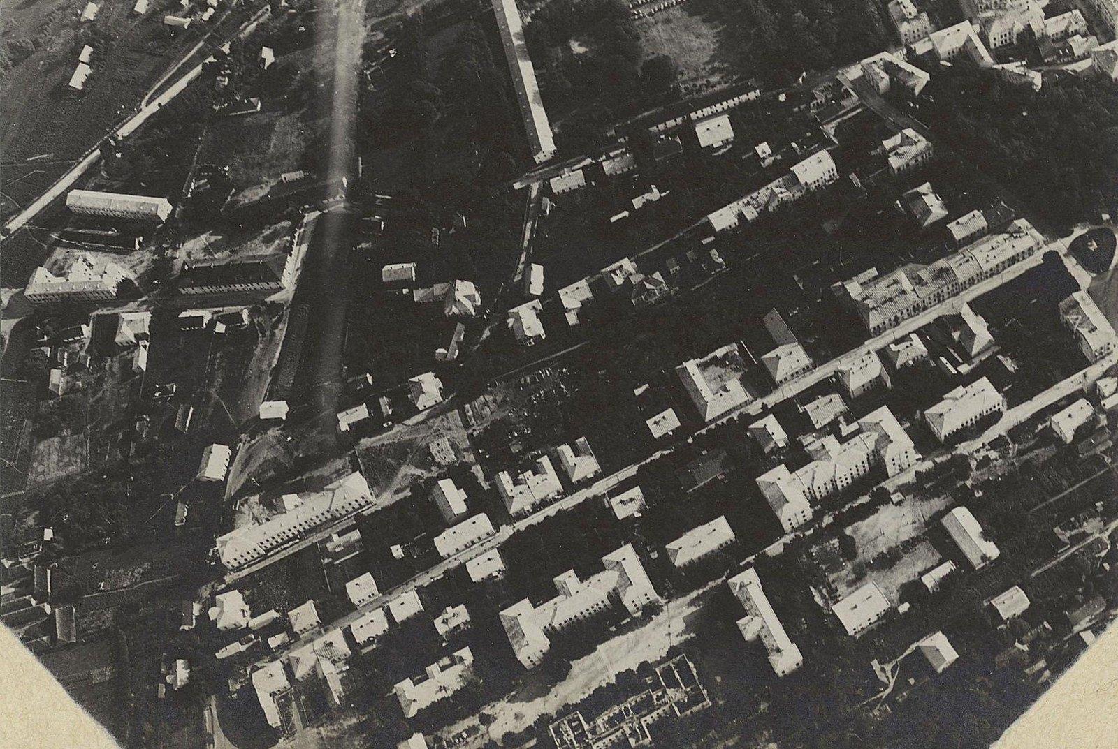 1915. Город Злочев, снятый с аэроплана. Уланские казармы. Галиция