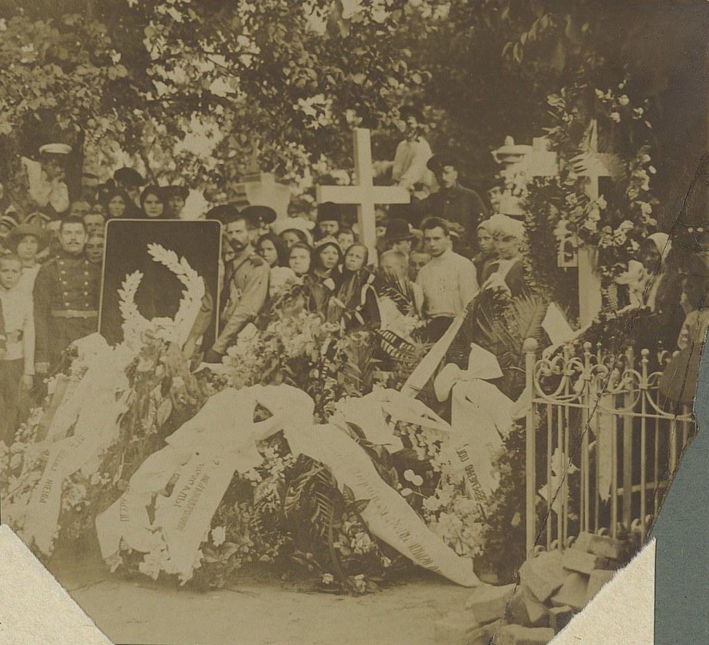 1914. Могила П.Нестерова на кладбище в Киеве