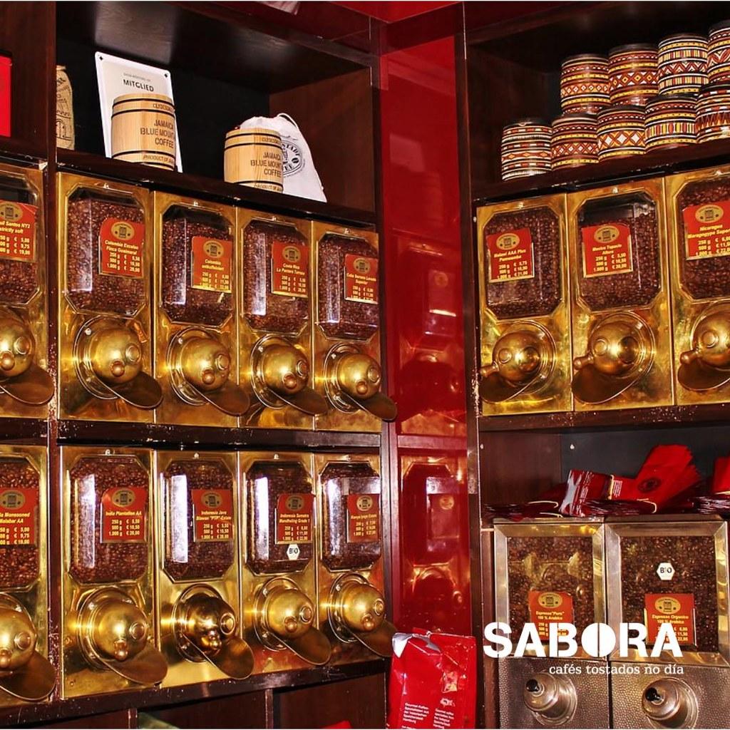 Venta de café a granel en tienda especializada