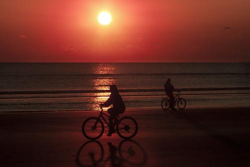 sammysantiago samuelsantiago nikond300 tamronsp80210mmf384cf sunrise amanecer bicycle beach strolling riding red bicicleta