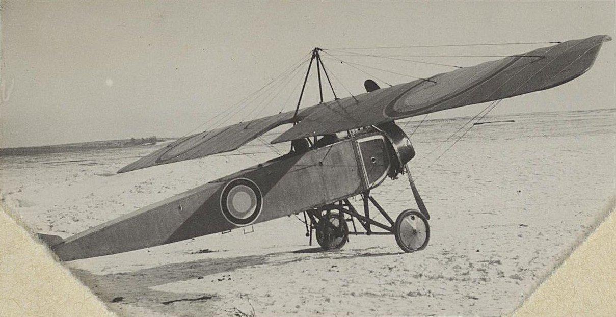 1915. Самолёт на снежном аэродроме