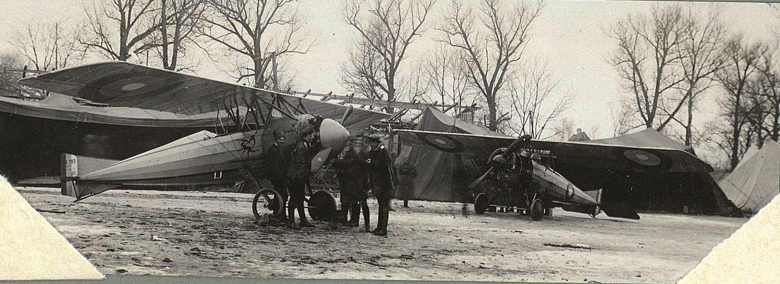 1915. Осмотр самолёта перед вылетом