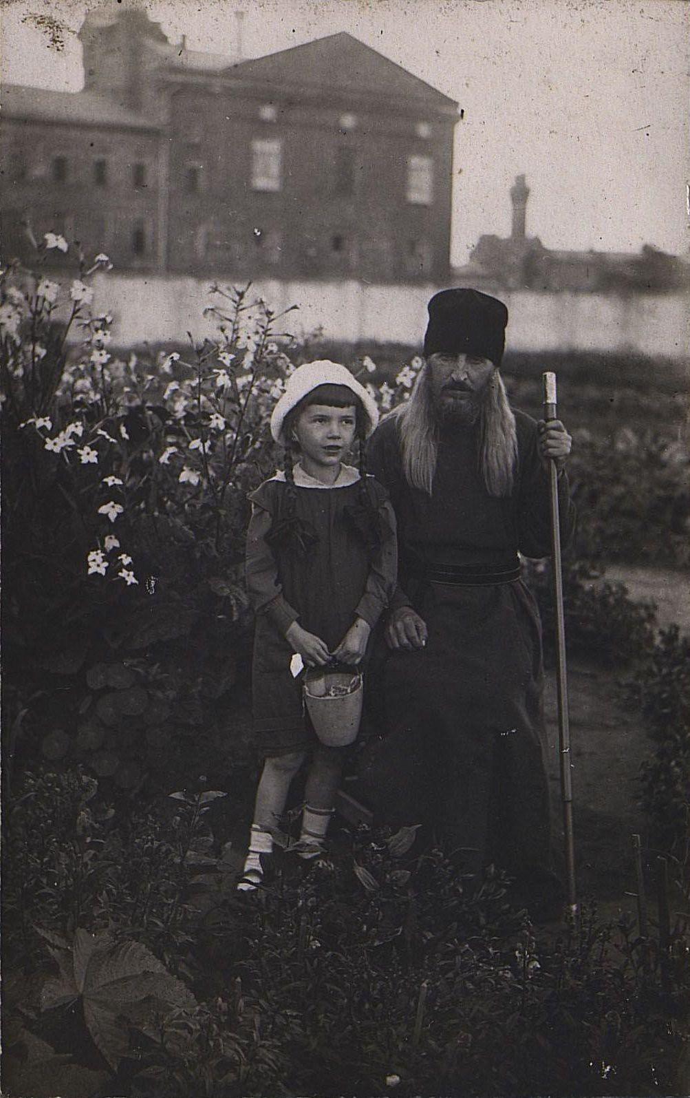 28. Монах и девочка