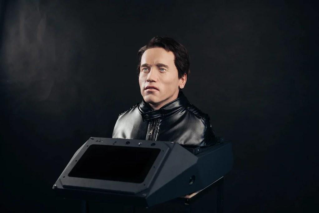 Арнольд Шварценеггер подал в суд на российского производителя роботов 8