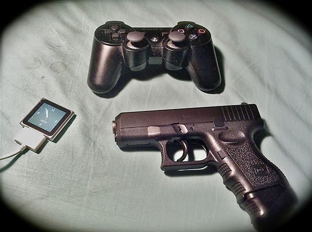 my gears #拳銃 #グロック26 #Glock26 #ipod #playstation #プレイステーション #ワイヤレスコントローラー #DUALSHOCK #듀얼쇼크 #ivvaDOTinfo