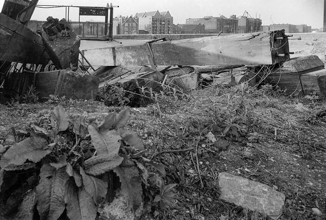 Demolition site, Bermondsey Wall E, Southwark 34e-21: demolition, wharves, Thames