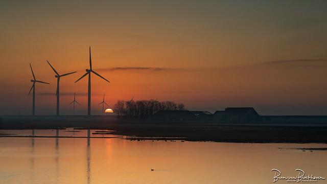 Sunrise Herkingen between the windmills