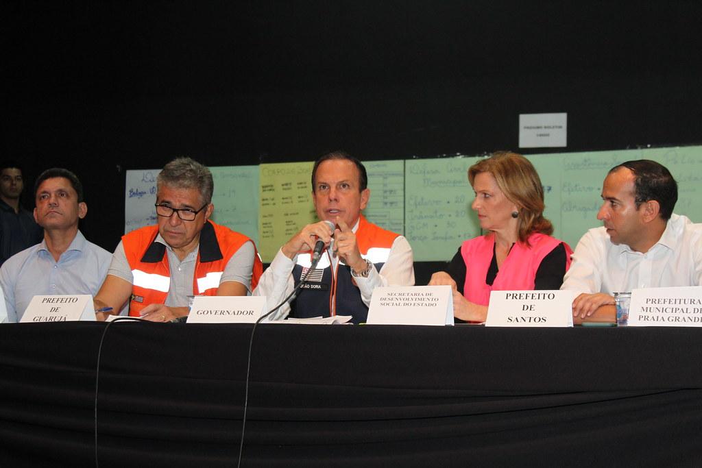 Coletiva de imprensa no Guarujá sobre medidas para a Baixada Santista