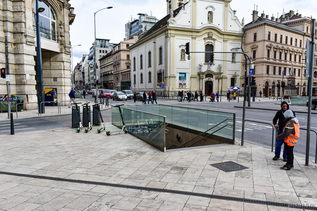 Наземный переход рядом с подземным (+вход в метро), Будапешт