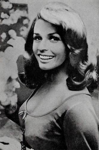 Senta Berger in Operazione San Gennaro (1966)