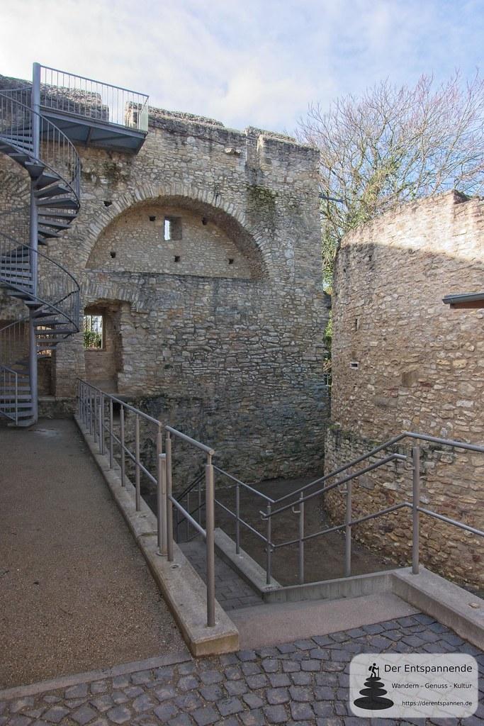 Blick auf Wehrmauer (Kaiserpfalz Ingelheim)