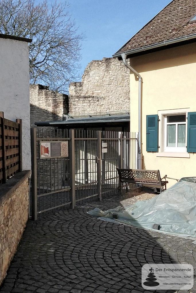 Eingang zum Archäologischen Schutzbau (Kaiserpfalz Ingelheim)