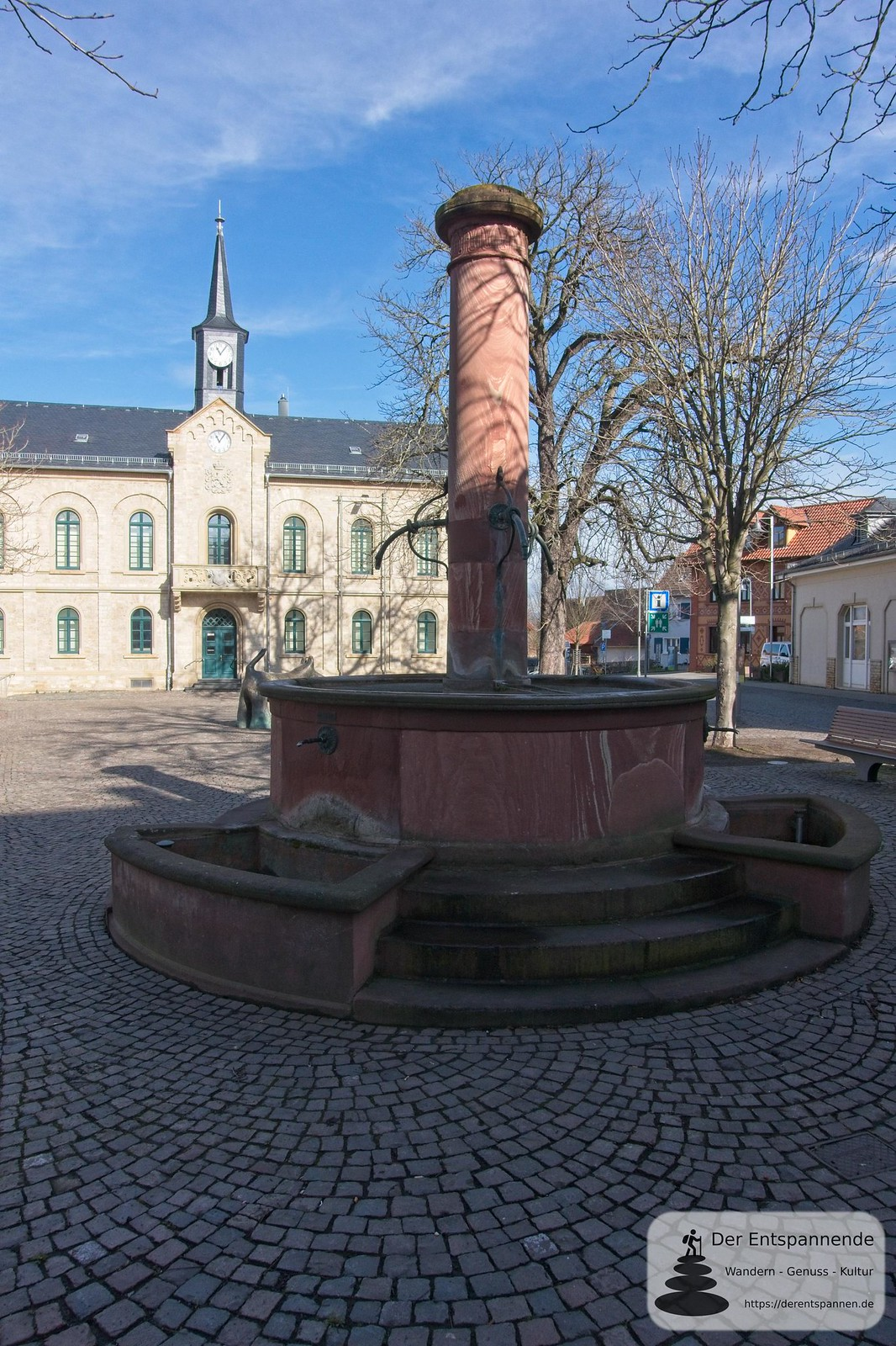 François-Lachenal-Platz mit Marktbrunnen und Rathaus