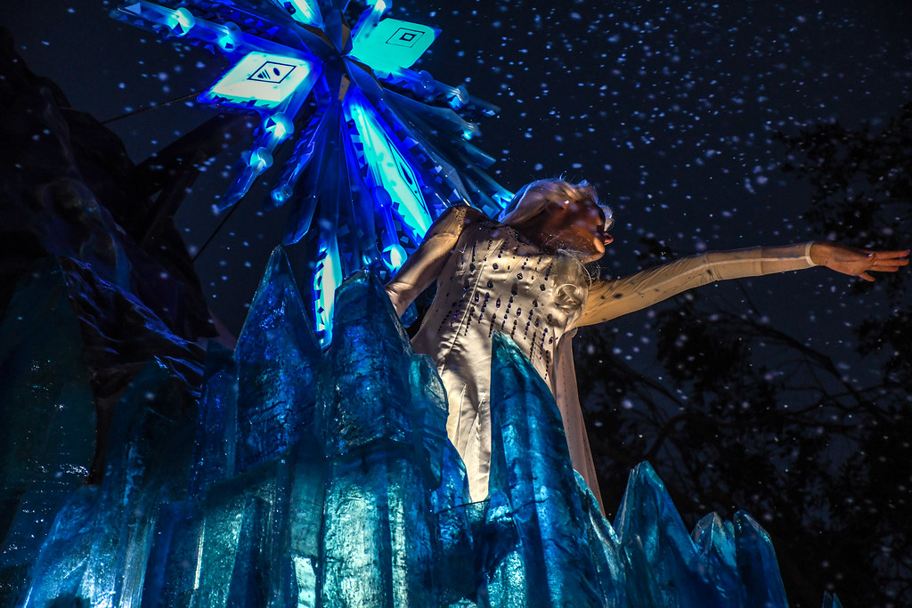 Elsa snowing Frozen float Magic Happens DL
