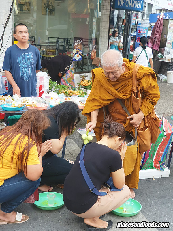 kim yong market monk