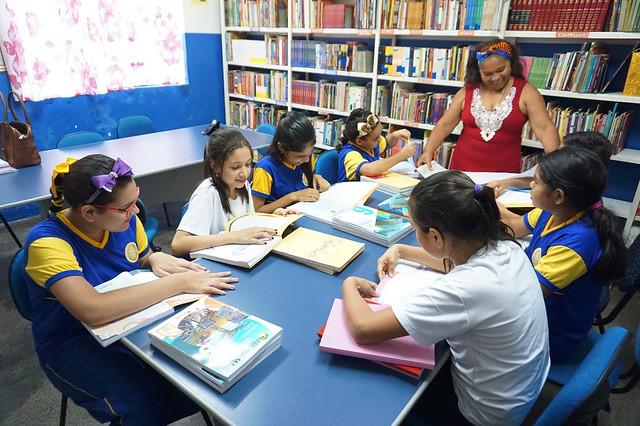 06.03.20. alunos Campanha de Conservação de Livros Didáticos nas escolas.