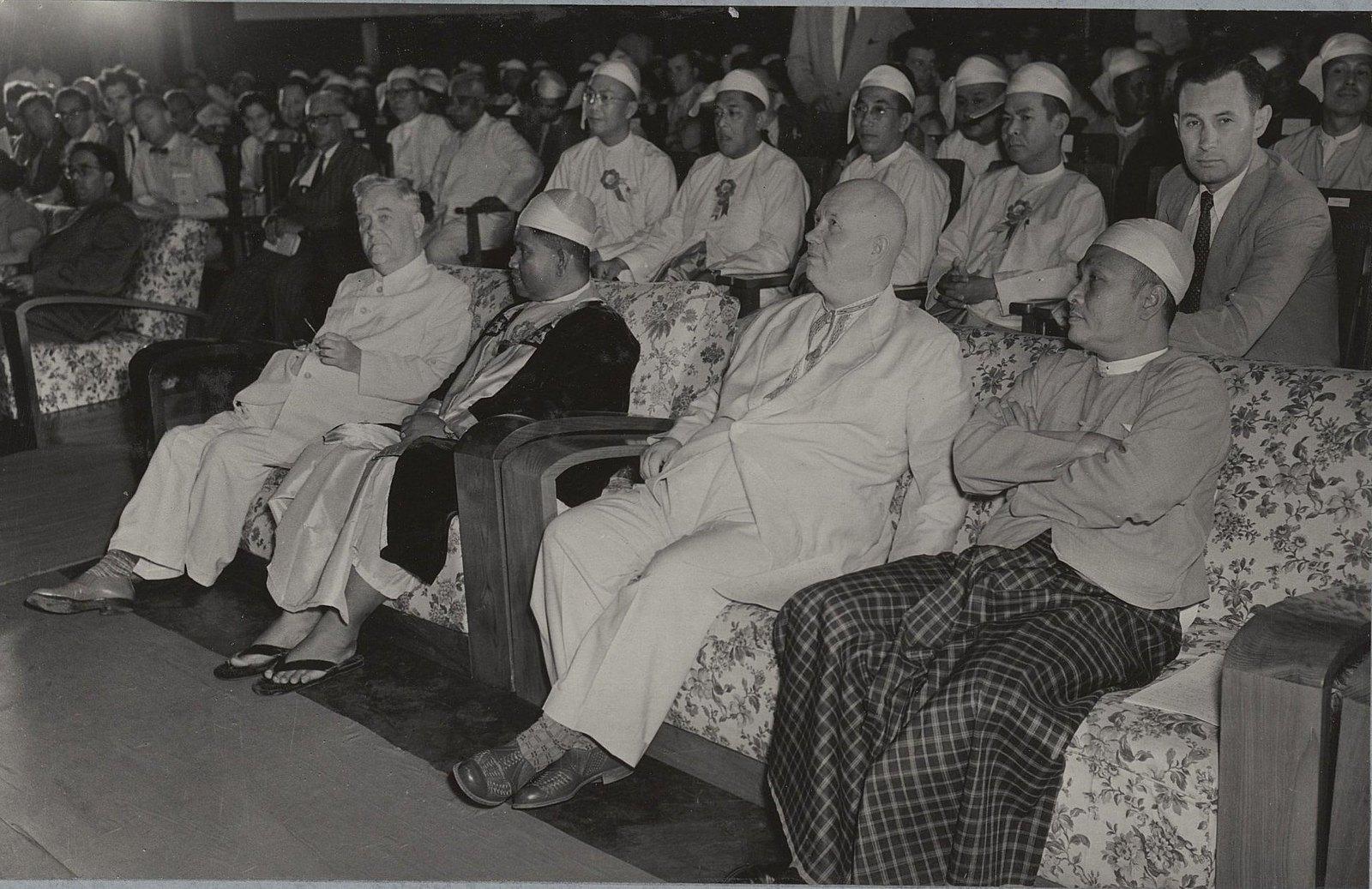 05. На гражданском приеме в зале муниципалитета в Рангуне