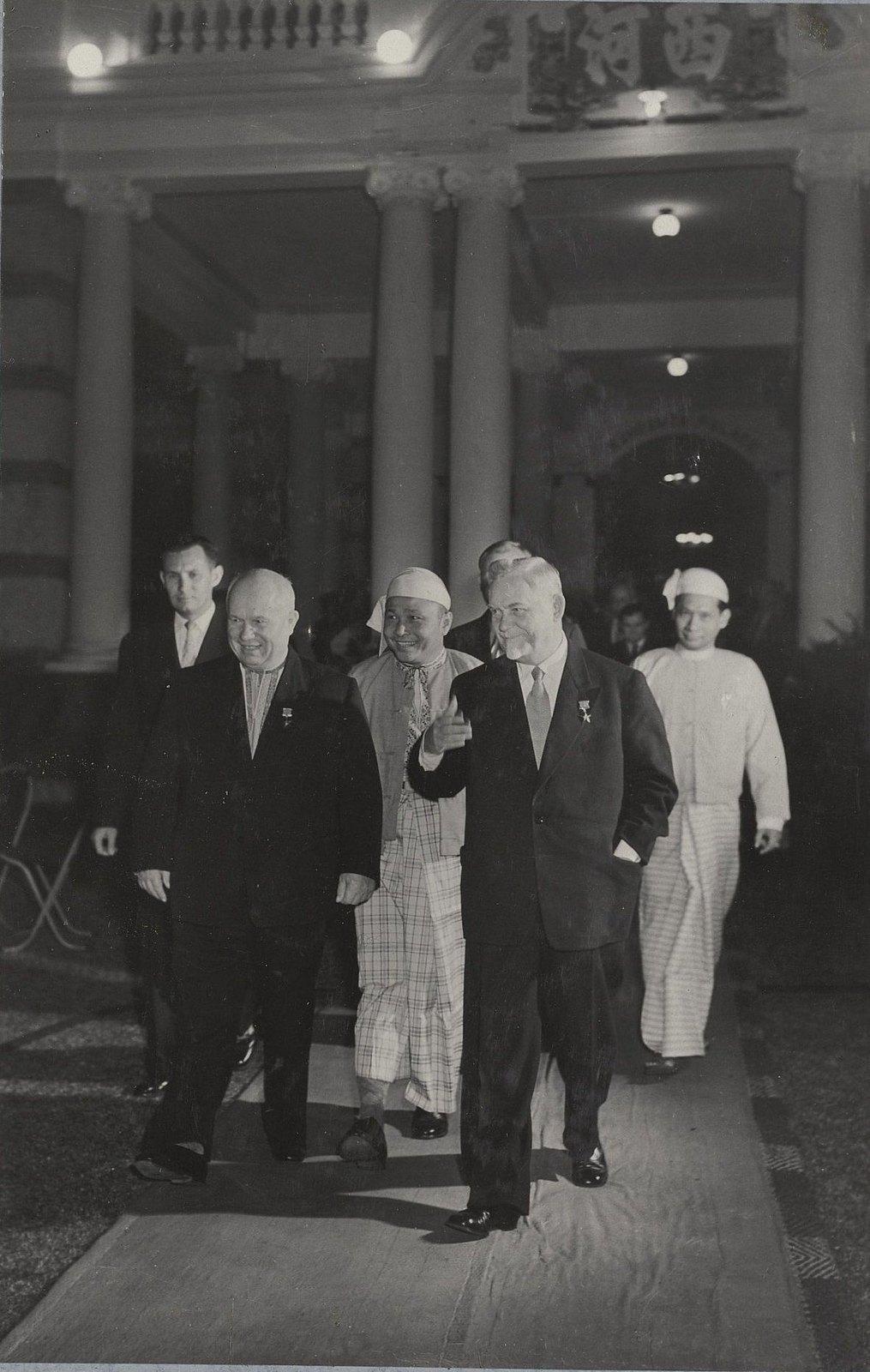 03. Н.С. Хрущев и Н.А. Булганин в гостях у премьер-министра Бирмы У Ну