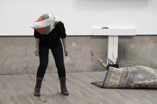 Performance: «La nación transparente y la casa de madera» por Raisa Raekallio & Misha del Val