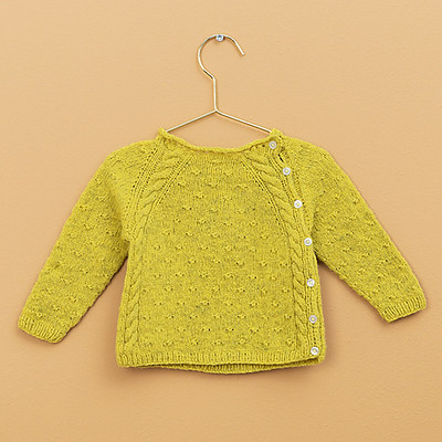 Soft Cuddles Baby Sweater from the Fraya website is a sweet baby sweater that is free!