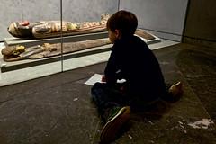 Lyon - Enfant dessinant au Musée des Beaux-Arts.